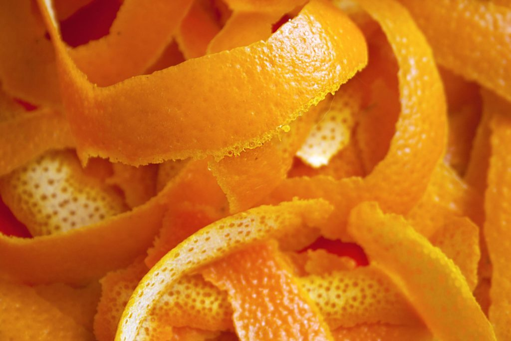 If-You-Toss-Your-Orange-Peels,-You're-Wasting-Your-Money—Here's-Why_522871264_kisa2014
