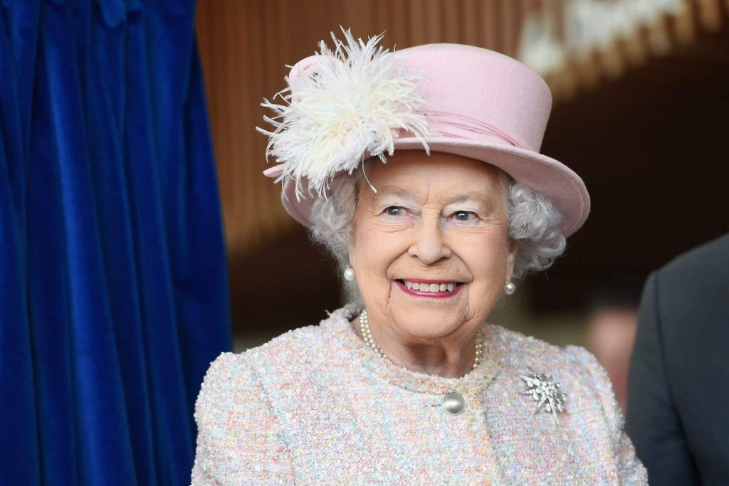 The-One-Royal-Tradition-Queen-Elizabeth-Breaks-Once-a-Year_9252517ac_REX