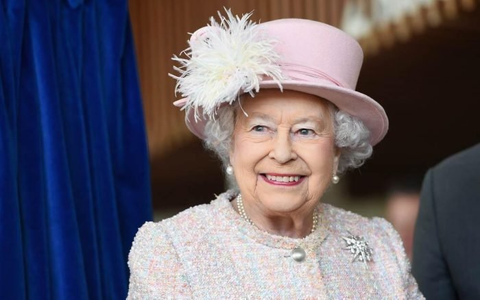 The-One-Royal-Tradition-Queen-Elizabeth-Breaks-Once-a-Year_9252517ac_REX-ft