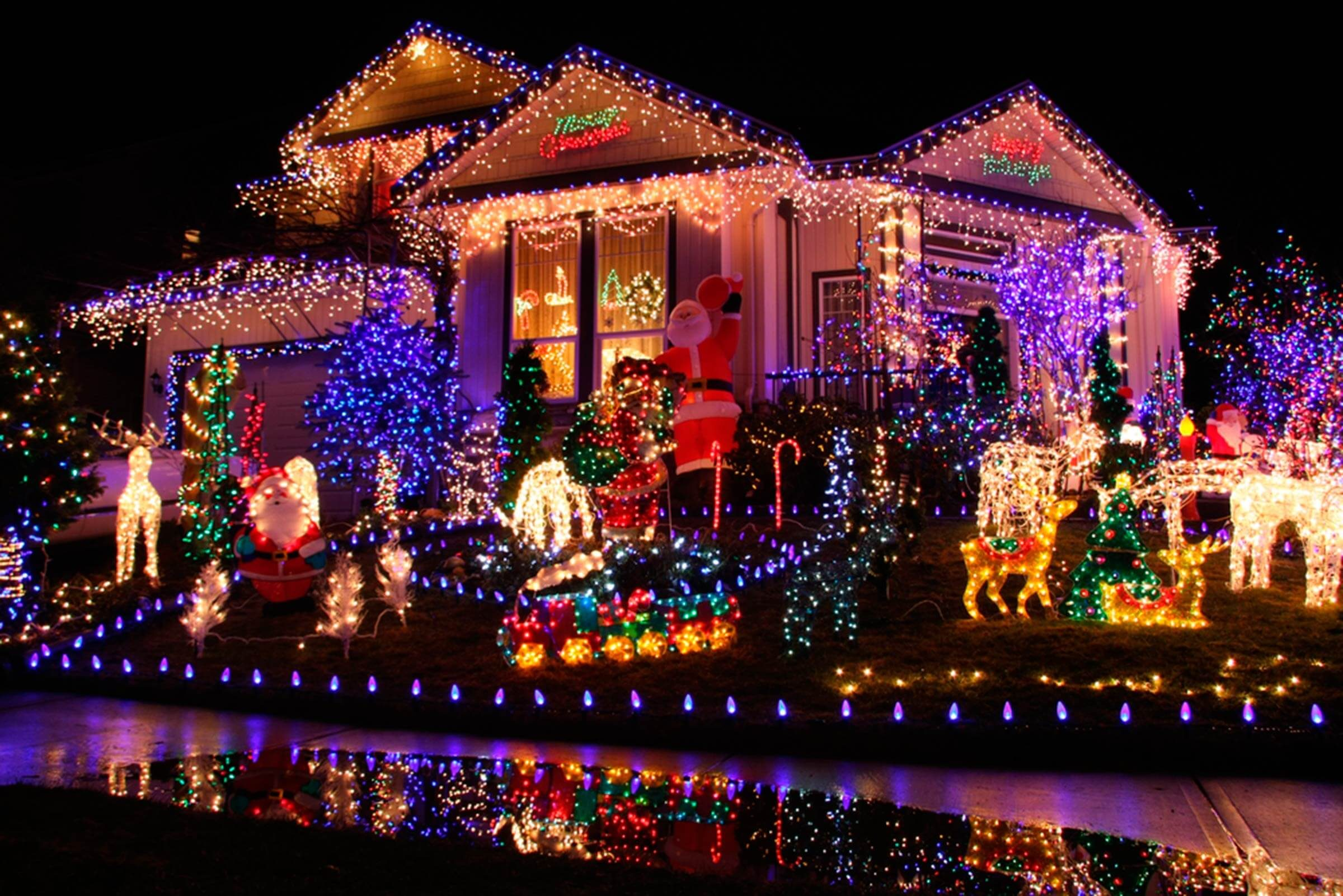 This Is How Much All Those Christmas Lights Really Raise Your Electric Bill