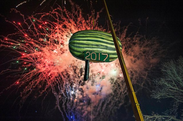 Quirky-Alternative-New-Years-Eve-Ball-Drop