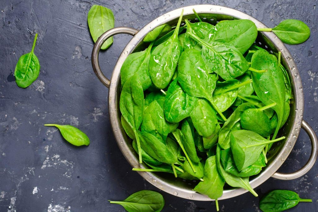 the-scary-reason-you-might-want-to-switch-to-organic-spinach-529476658-Djero-Adlibeshe