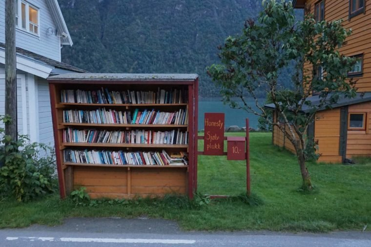 01-busstop-this-small-norwegian-town-turns-abandoned-buildings-into-bookstores-courtesty-andrea-finazzi-instagram-andrefinaz