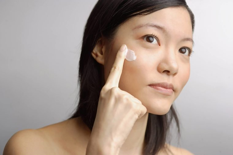 Secrets the beauty industry doesnt want you to know readers digest asia images groupshutterstock solutioingenieria Image collections