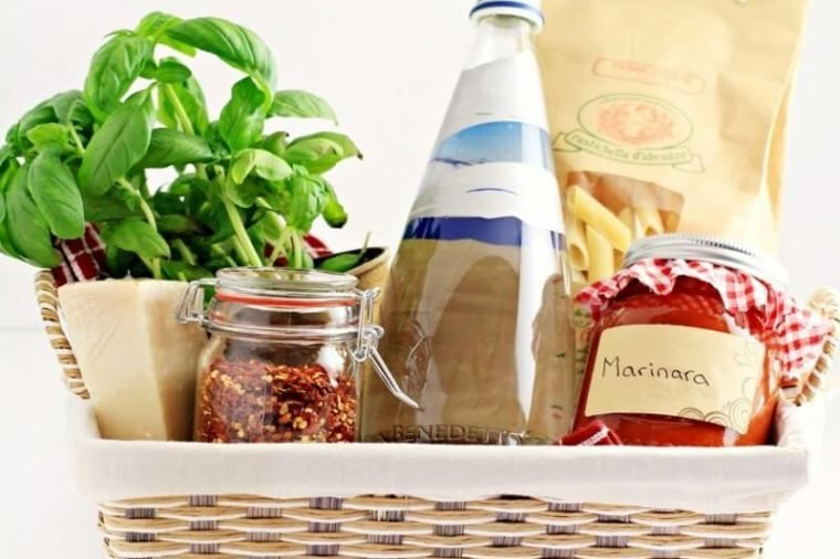 Pasta dinner gift basket & Homemade Housewarming Gifts Any New Homeowner Will Love | Readeru0027s ...