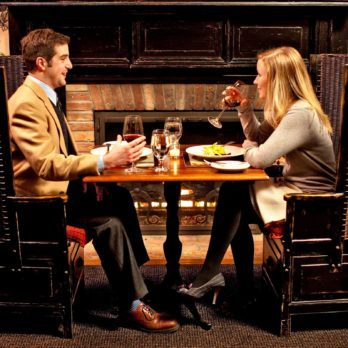 8 Solutions to Get Rid of Awkward Silence on a First Date