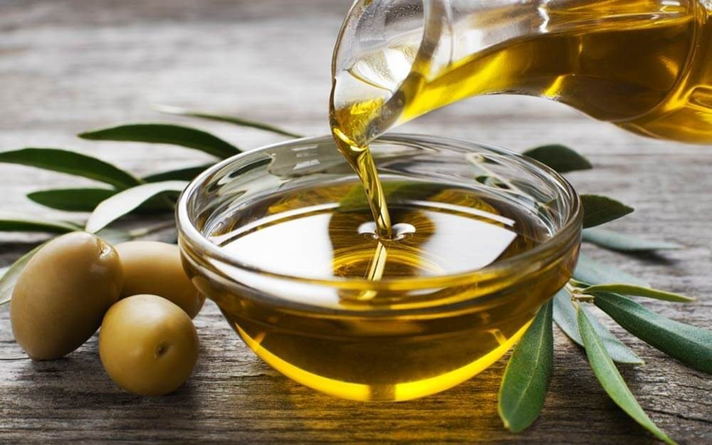 21 Amazing Health and Beauty Benefits of Olive Oil - Reader's Digest