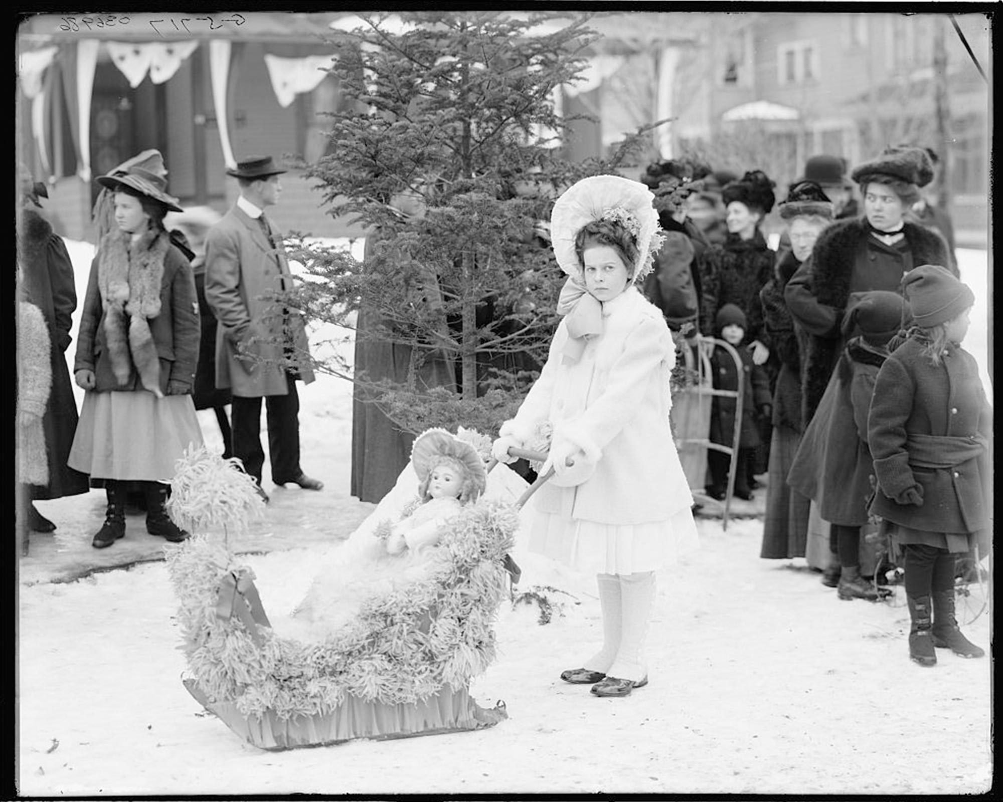 3db5fabe1b7 Vintage Photos of What Winter Was Like in the Past