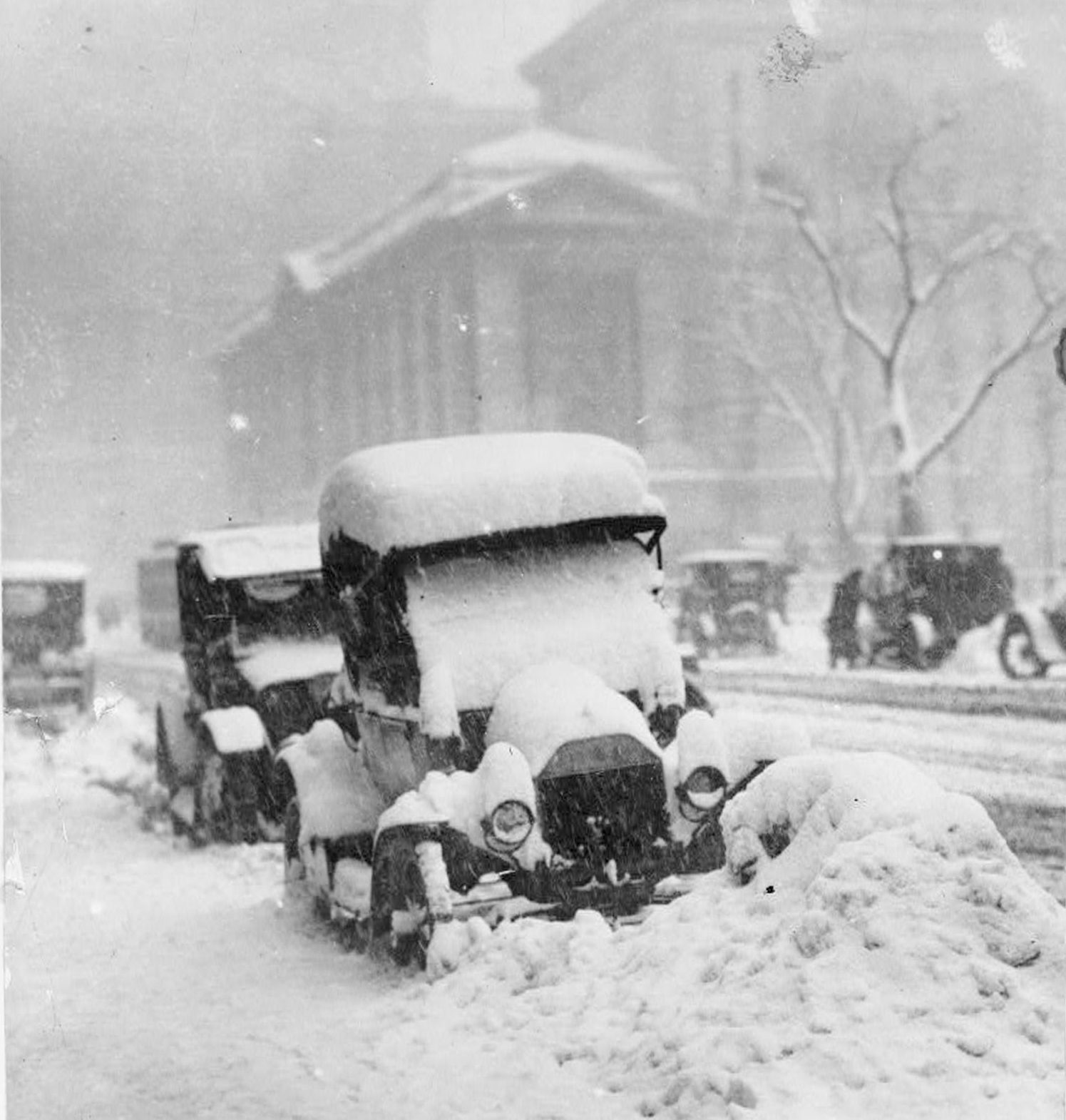 Snowbound automobiles NYC