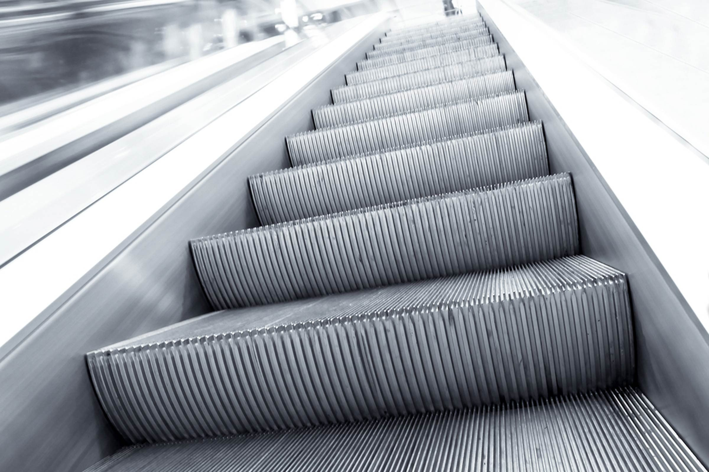The-Real-Reason-Why-Escalator-Stairs-Have-Grooves_86605651_Vladitto