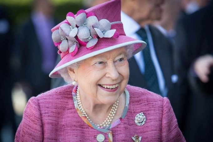 queen-elizabeth-has-won-more-than-9-million-on-this-sport-EDITORIAL-8897207m-Ross-McDairmant-Photography-REX-Shutterstock