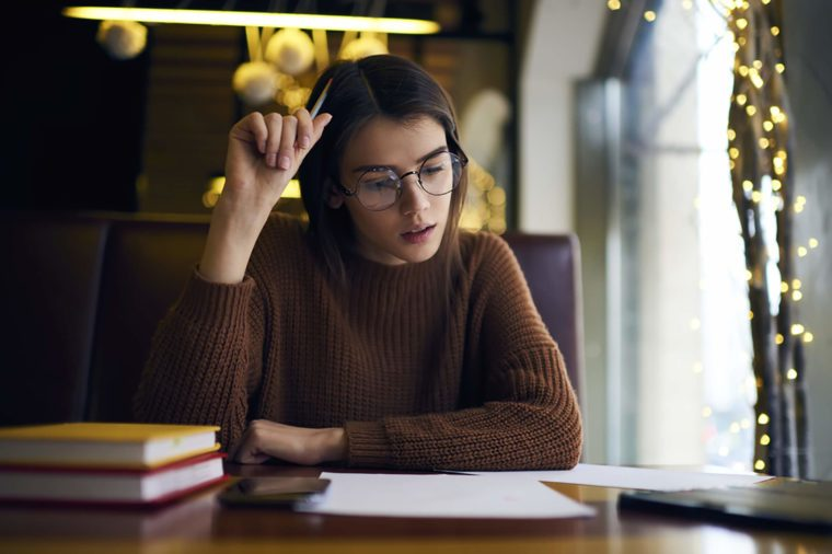 woman-studying