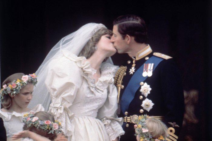 On the balcony of Buckingham Palace Prince Charles and Princess Diana kiss on their wedding day