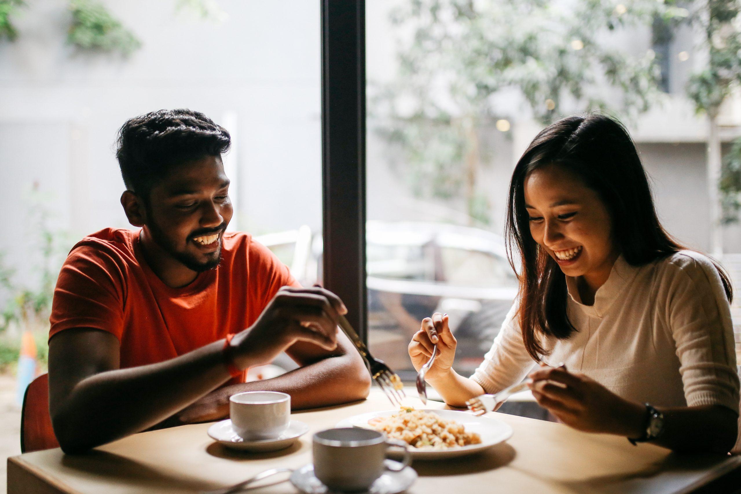 couple romantic restaurant dinner date