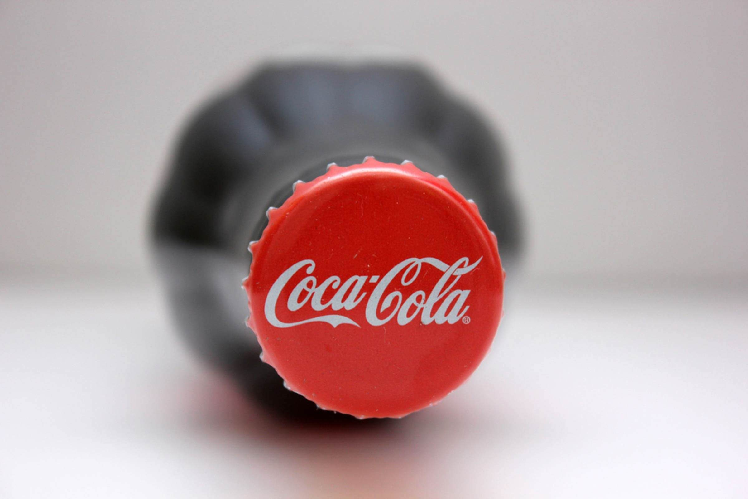 The-Real-Reason-the-Coca-Cola-Logo-is-Red_570538087_tok-anas