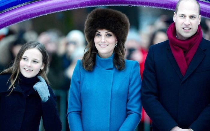 Why-Kate-Middleton-Can't-Take-Her-Coat-Off-in-Public_9351216j_SilverHubREX-ft