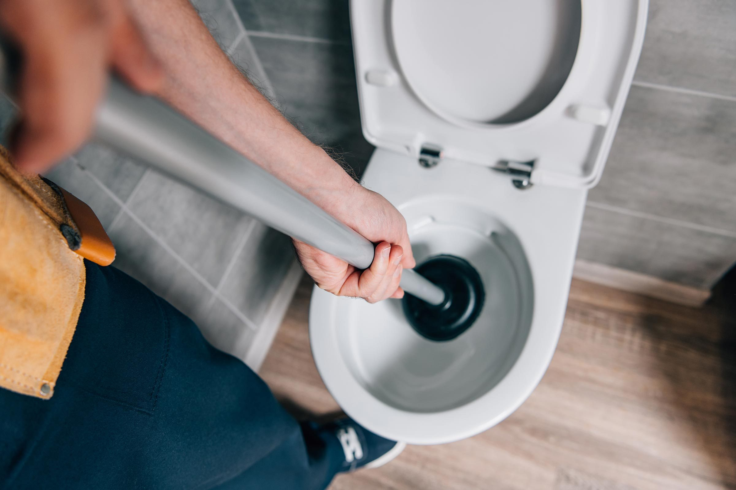 How To Unclog A Toilet Without Plunger Reader S Digest