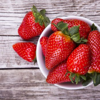 7 Foods that Whiten Your Teeth (And 4 to Avoid)