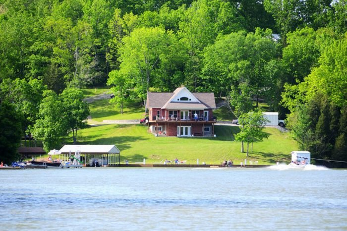 The homes overlooking Williamstown Lake in Kentucky, USA.