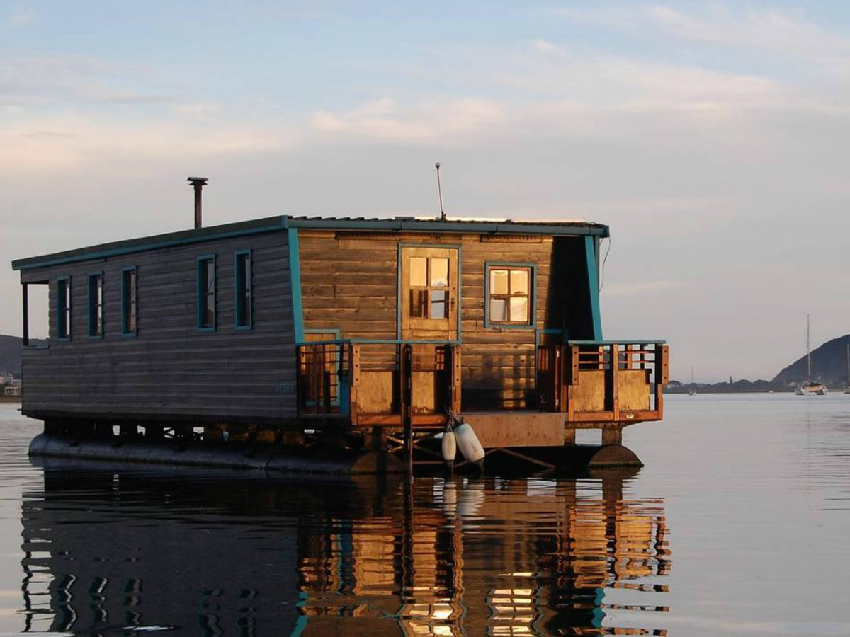 Airbnb Houseboats Like Tiny Floating Houses | Reader's Digest