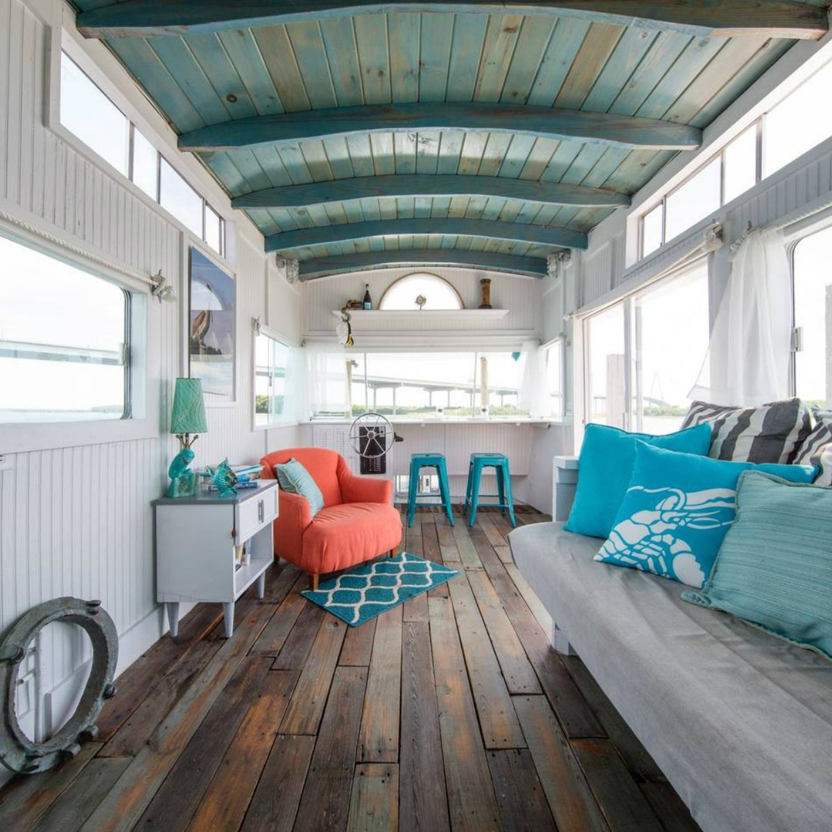 Living In A Tiny House: These 50 Airbnb Houseboats Are Like Living In A Floating