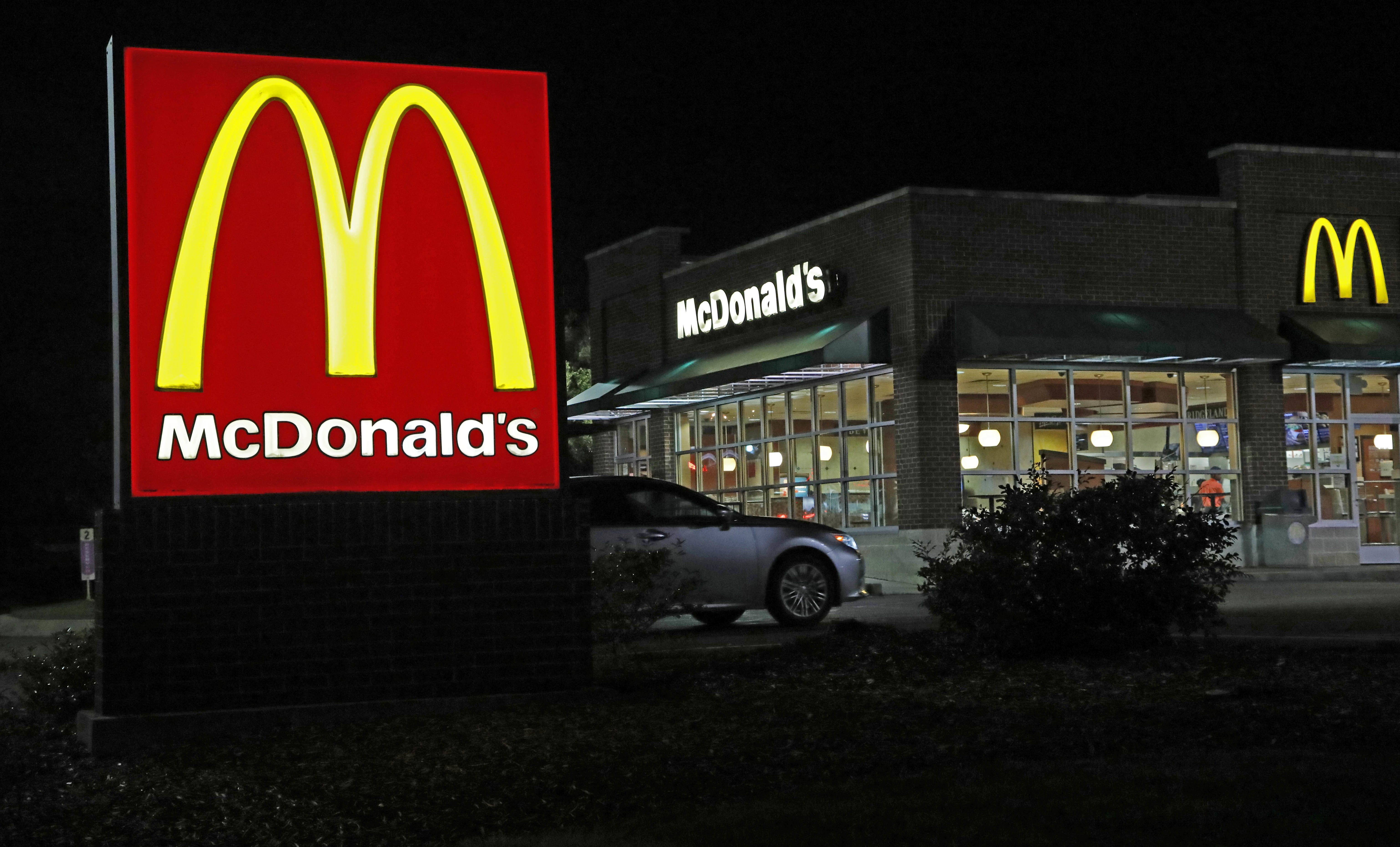 The Real Reason the McDonald\'s Logo Is Yellow and Red | Reader\'s Digest