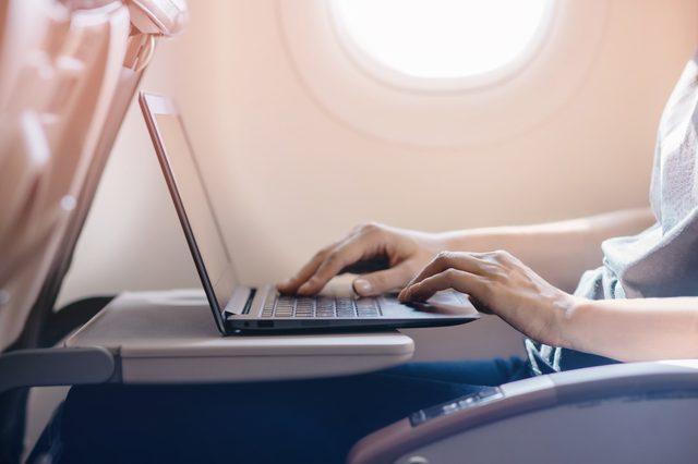 airplane-laptop