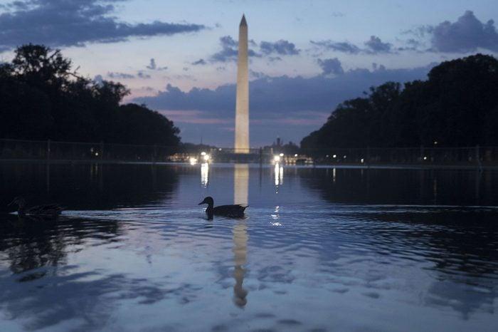 washington monument reflection pool