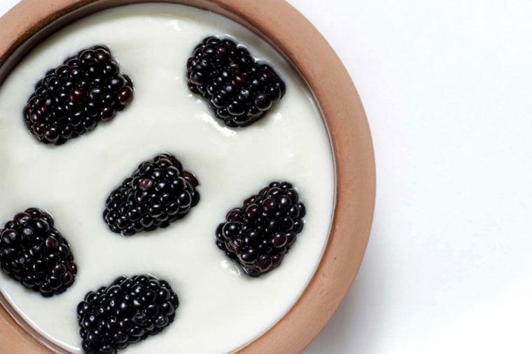 yogurt with blackberries