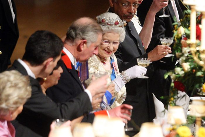 State Banquet for the visit of the President of India, Pratibha Devisingh Patil in Windsor Castle, Britain - 27 Oct 2009