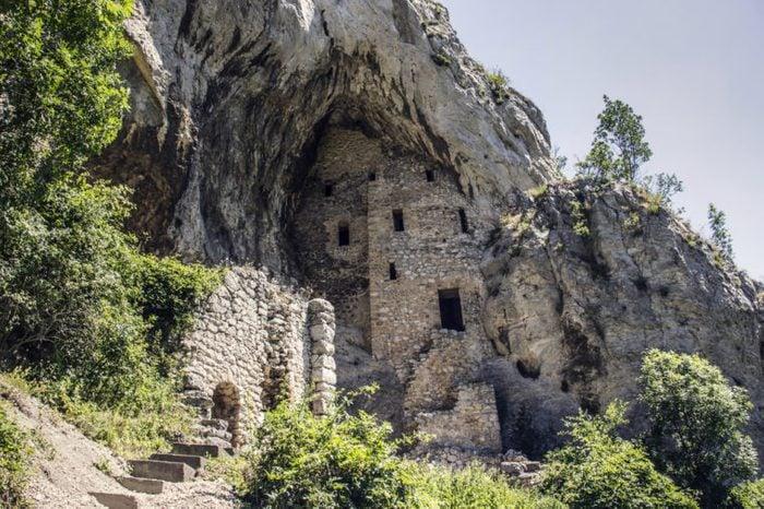 serbia_abandoned churches