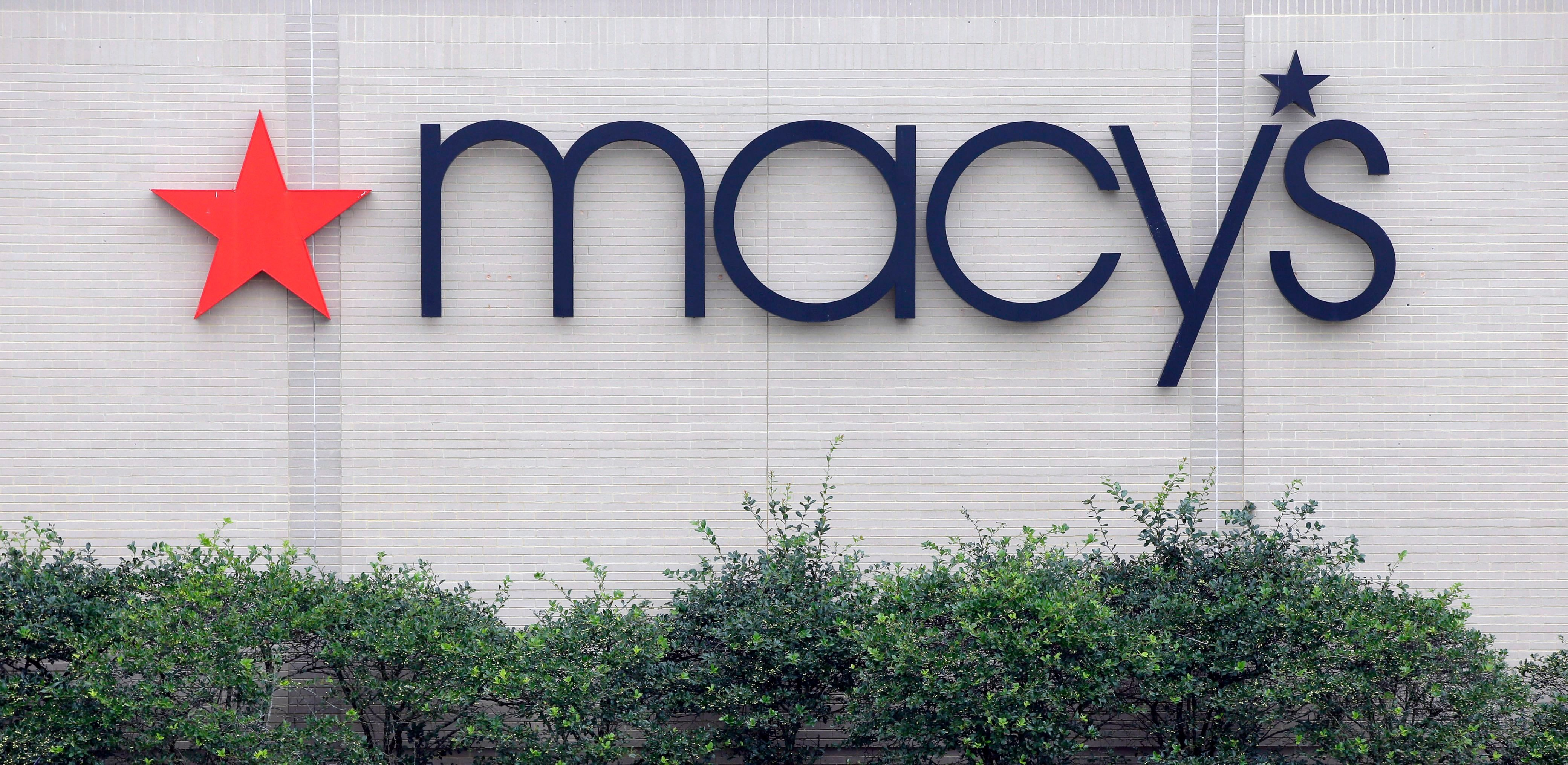 Macy's Exterior Sign
