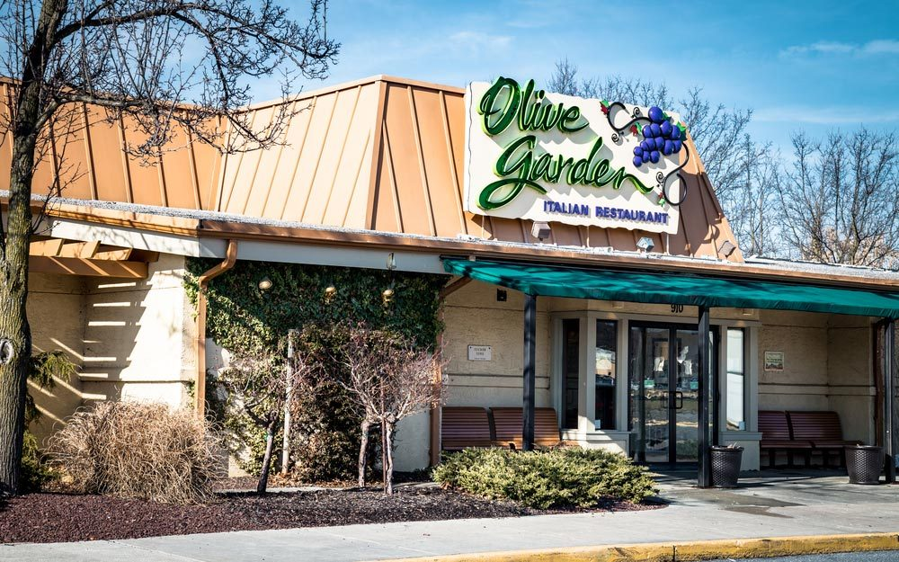 Lancaster, PA - January 15, 2017: Exterior of Olive Garden Italian Kitchen restaurant location. Olive Garden is a chain restaurant that offers casual Italian cuisine at over 800 locations.