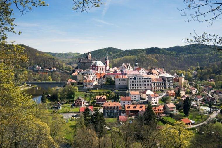Lâu đài Loket ở Quận Sokolov, trong vùng Karlovy Vary, Cộng hòa Séc