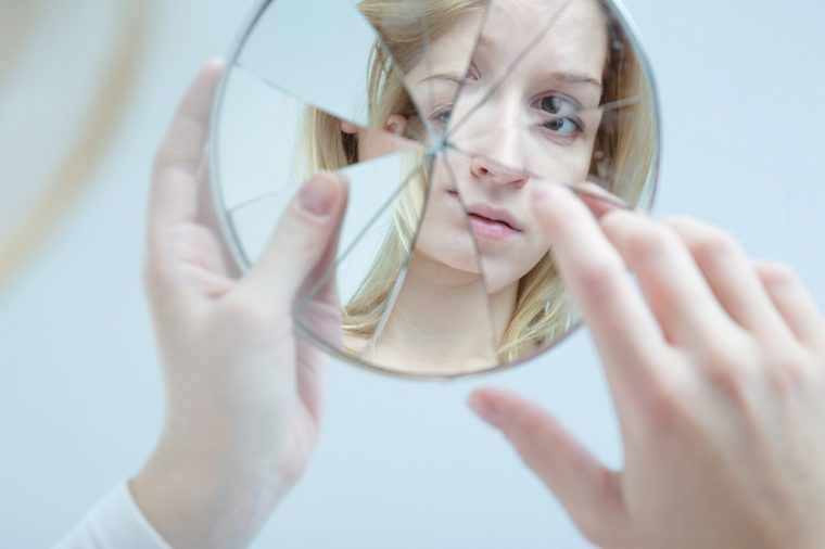 Silent Signs of Body Dysmorphic Disorder | Reader's Digest