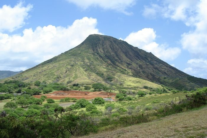mountain and blue sky in oahu island