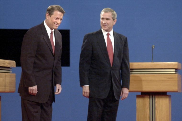 DEMOCRATIC VICE PRESIDENT AL GORE AND REPUBLICAN CANDIDATE GEORGE W. BUSH DURING THEIR FIRST PRESIDENTIAL DEBATE, BOSTON AMERICA 2000