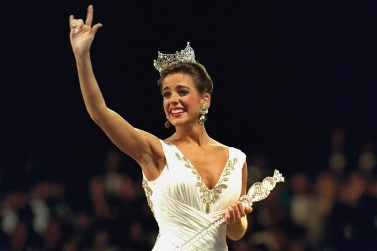 "Heather Whitestone Miss America 1995 Heather Whitestone, the former Miss Alabama, walks down the runway and signs ""I Love You"" to the crowd after she won the 74th annual pageant in the Atlantic City Convention Hall"
