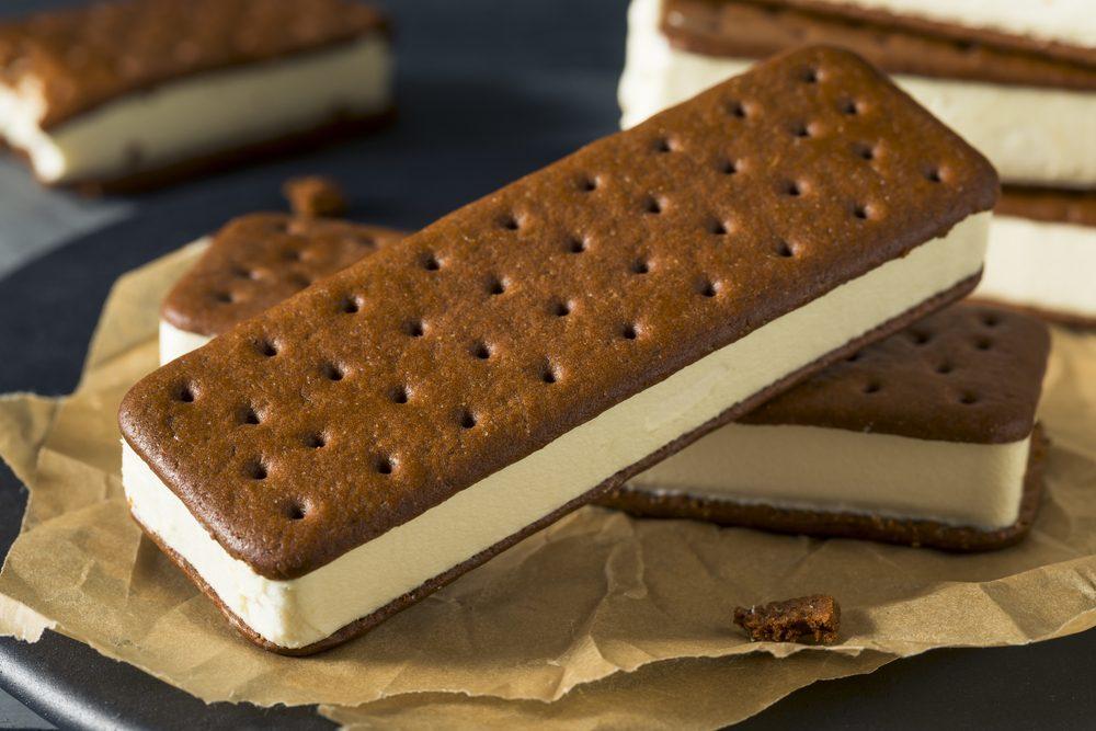 Sweet Chocolate and Vanilla Ice Cream Sandwich Dessert