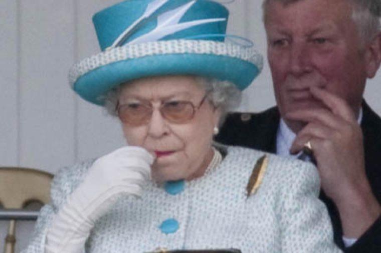Queen Elizabeth II puts on lipstick