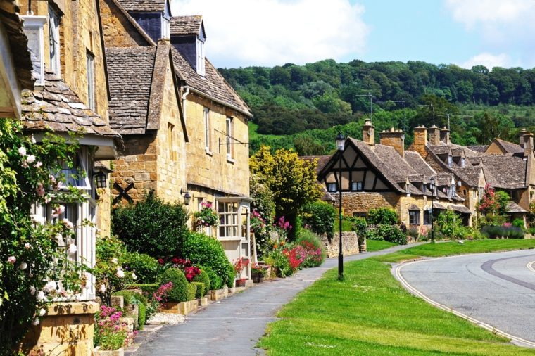 Pretty cottages along High Street, Broadway, Cotswolds, Worcestershire, England, UK, Western Europe.