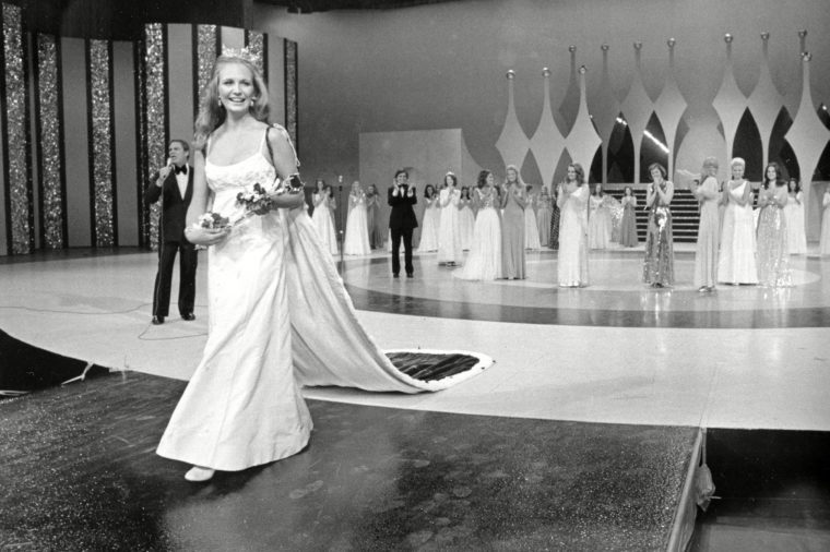 King Rebecca Ann King, of Denver, Co., walks down the runway after she is crowned Miss America 1974 at the Miss America Pageant in Atlantic City, N.J., Saturday night