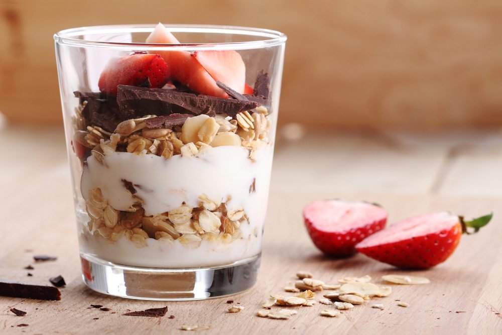 strawberry and granola healthy breakfast parfait