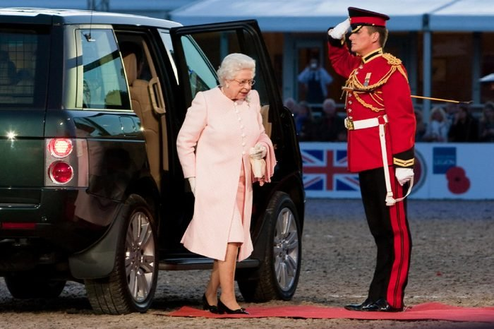 WINDSOR - MAY 16: The arrival of her Majesty Queen Elizabeth II for The Royal Windsor Tattoo on May 13, 2009 in Windsor, UK.