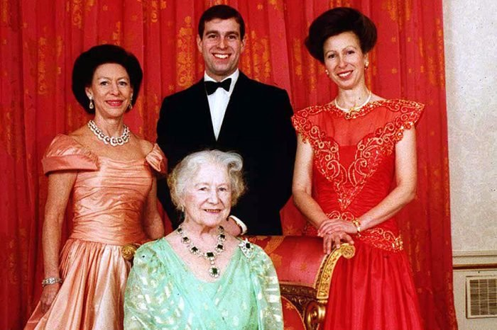 QUEEN MOTHER OFFICIAL 90th BIRTHDAY PICTURE