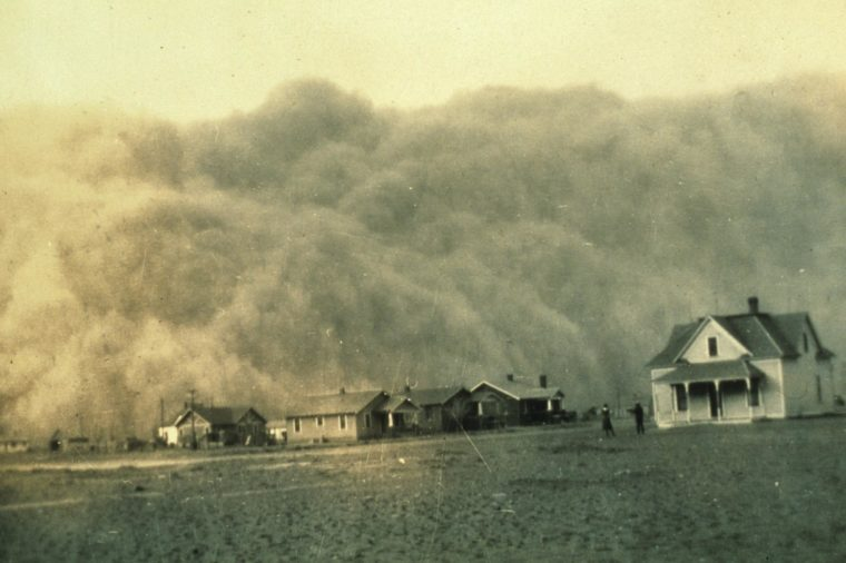 Dust storm approaching Stratford, Texas, April 18, 1935