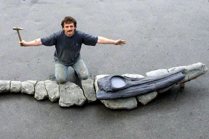 TONY GILL FINDS BIGGEST 180 MILLION YEAR OLD ICTHYOSAUR FISH LIZARD ON CHARMOUTH BEACH,DORSET