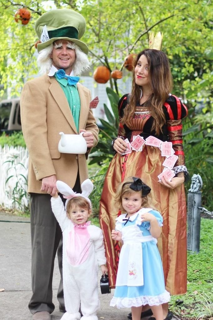 Alice in WonderlandFamily Costume