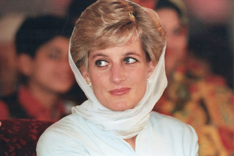 Diana Princess Of Wales Wearing Asian Headscarf On Trip To A Hospital In Lahore Pakistan