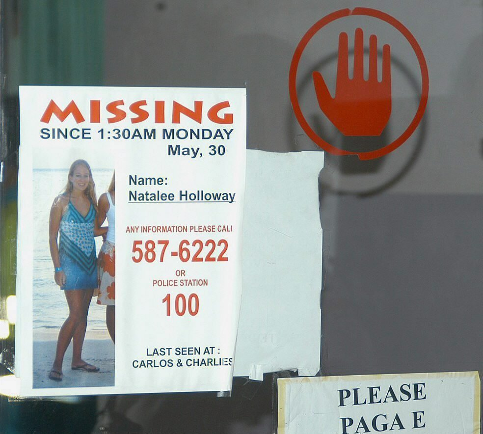 A Poster of Missing Natalee Holloway Hangs at the Entrance of Emergency Room of Dr Horacio Oduber Hospital This Friday 10 June 2005 in Oranjestaed Aruba a Reward of Us$55 000 Has Been Posted For Her Safe Return Aruba Oranjestaed Aruba Missing Girl Natalee Holloway - Jun 2005